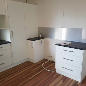 Laminate Kitchen with metalline splashback 1